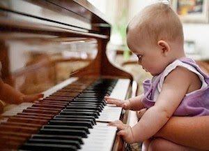 bebe-piano