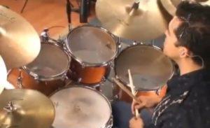 tocar la batería para el estres